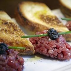 Aperitivi - tradiční italské bruschetty a kanapky